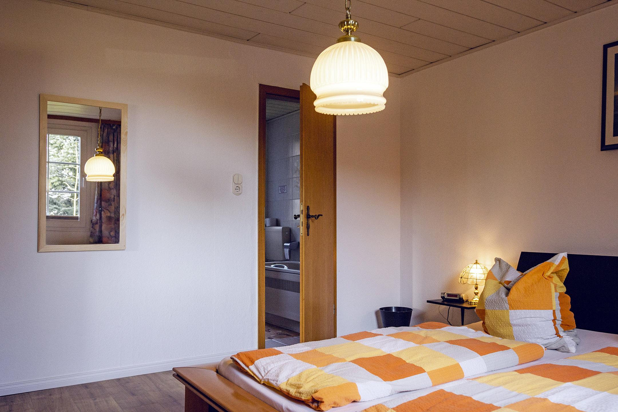 Erdgeschoss-Schlafzimmer-Badtür